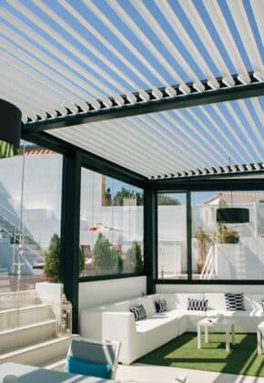 cortina de cristal con pergola