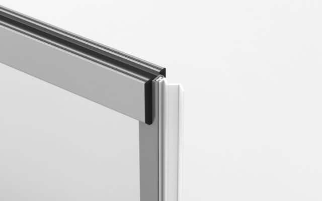 conexión de cortina cristal con pared