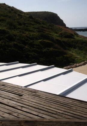 techo plegable junto a playa