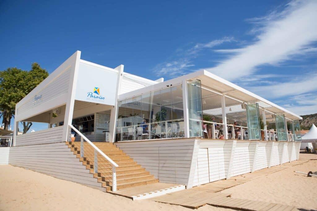 restaurante de playa cortina de cristal