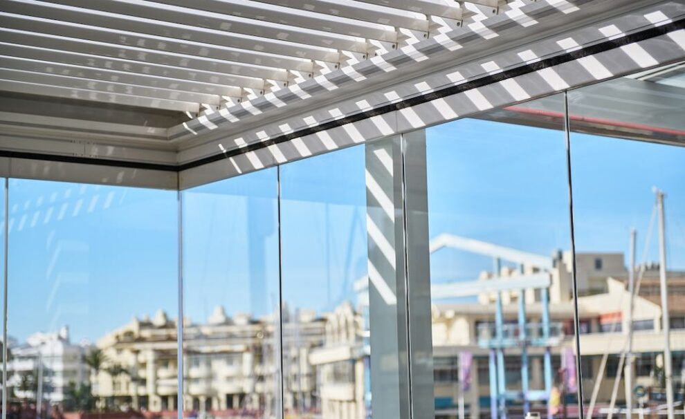cortina de vidrio transparente